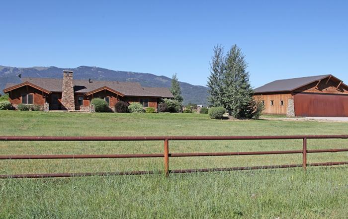 490 Airport Drive, Alpine Wyoming, Alpine Airpark 46U Hangar Home